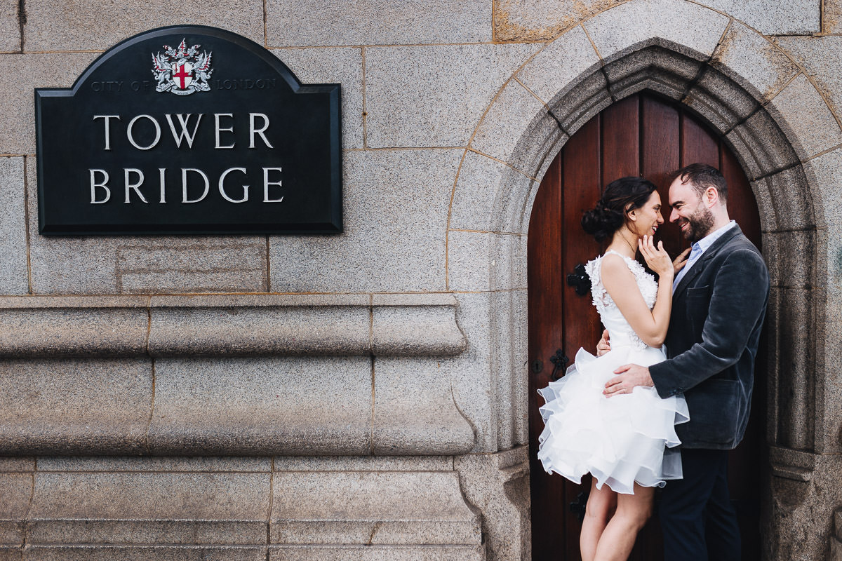 tower bridge london engagement photographer